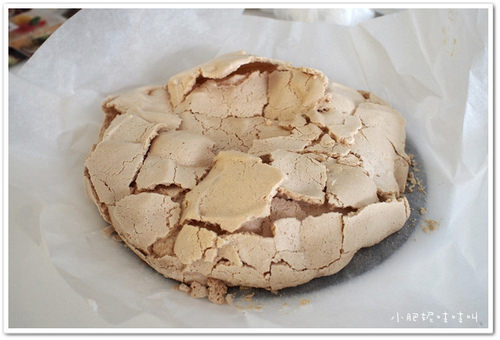 【Helen的招牌烘培PAVLOVA】就算爆裂很醜還是好吃的蛋白霜蛋糕