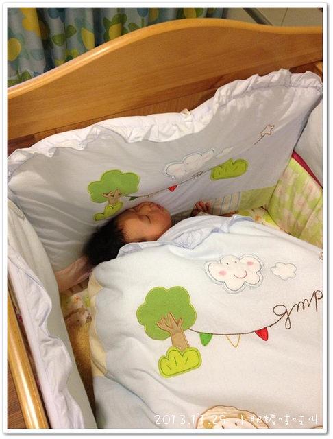 【小貝貝日記】為什麼這樣睡??